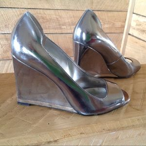 Guess Wedge 6 Silver Patent Leather Peep Toe Pump